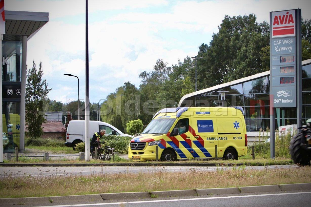 Fietser met spoed naar ziekenhuis na ongeval in Oldenzaal