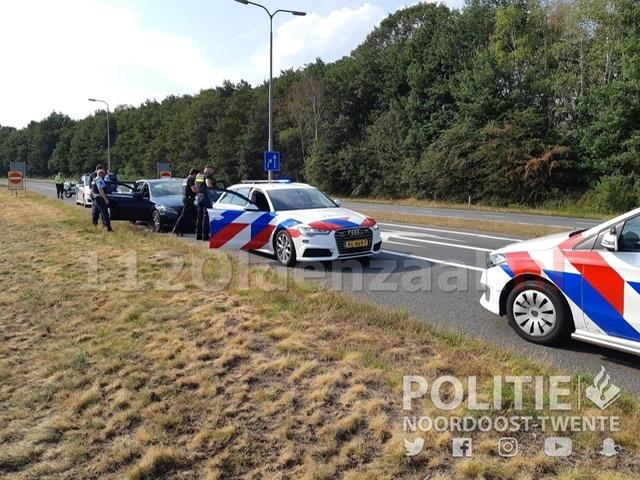 Auto klemgereden na achtervolging op A1 bij Oldenzaal