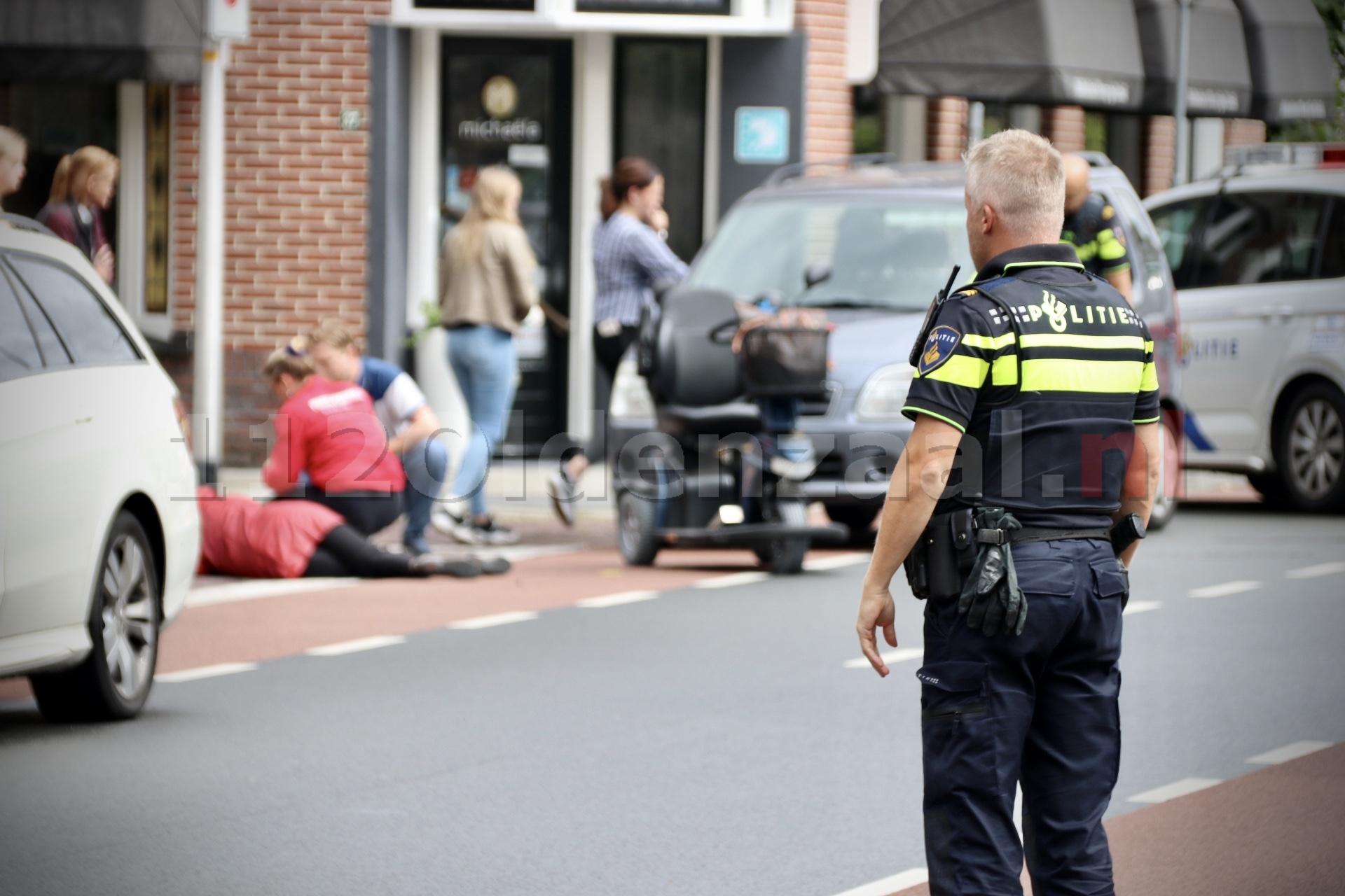 Vrouw op scootmobiel gewond na aanrijding met auto in Oldenzaal