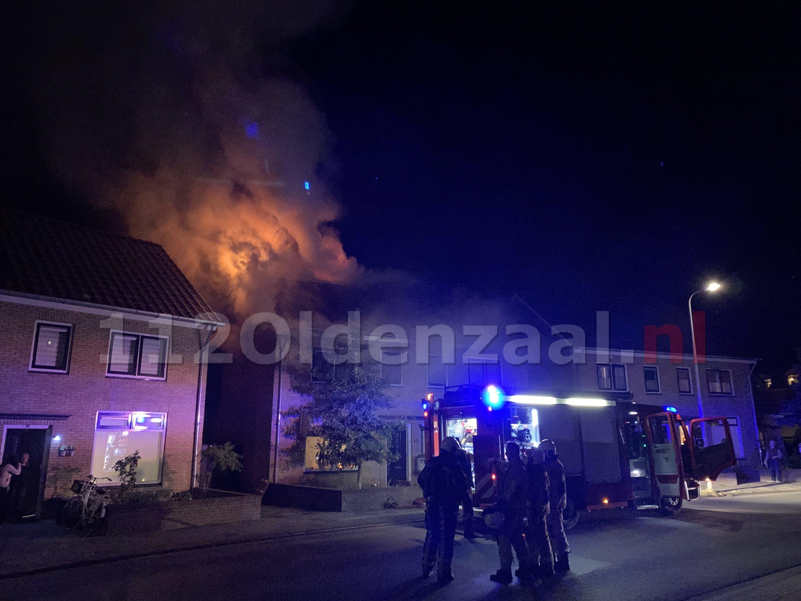 VIDEO: Woningen Oldenzaal onbewoonbaar na uitslaande brand