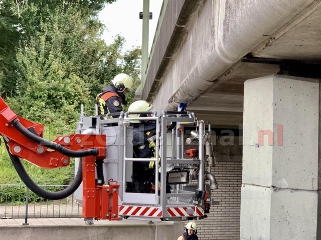 Spoorbrug beschadigd in Oldenzaal: brandweer ingezet