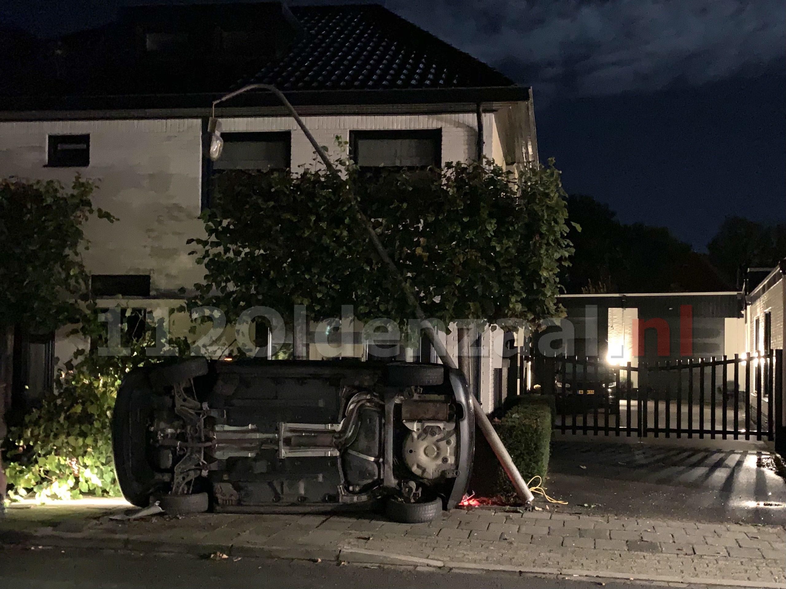 Auto op de kant Tulpstraat Oldenzaal