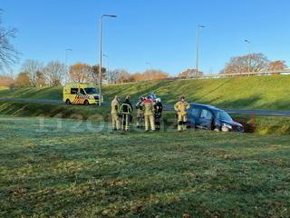 Automobiliste belandt met taxi in sloot Oldenzaal