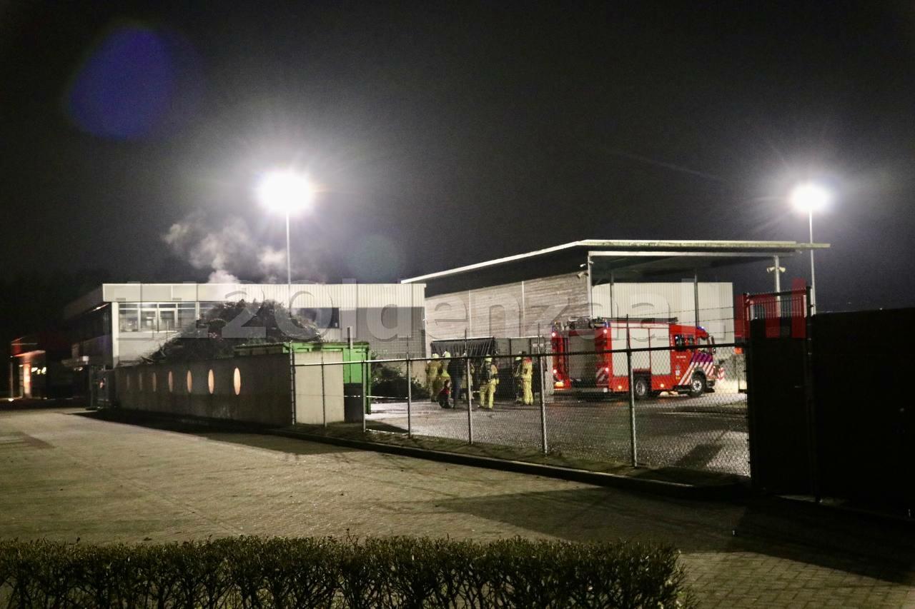 Brandweer rukt uit voor brandmelding afvalbrengpunt Oldenzaal