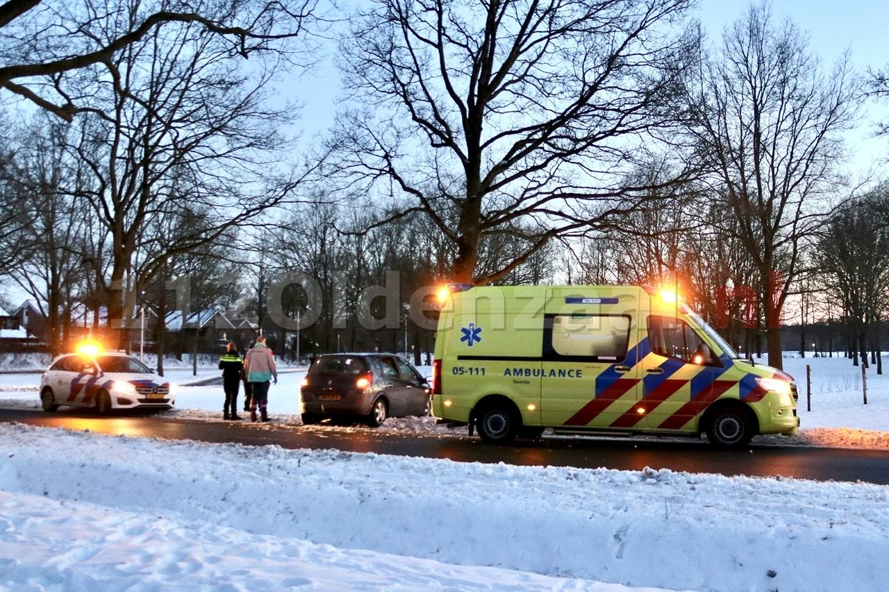 Auto belandt tegen boom Oldenzaal