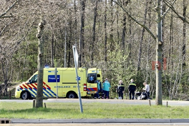 Motorrijder gewond naar het ziekenhuis na ongeval in Oldenzaal