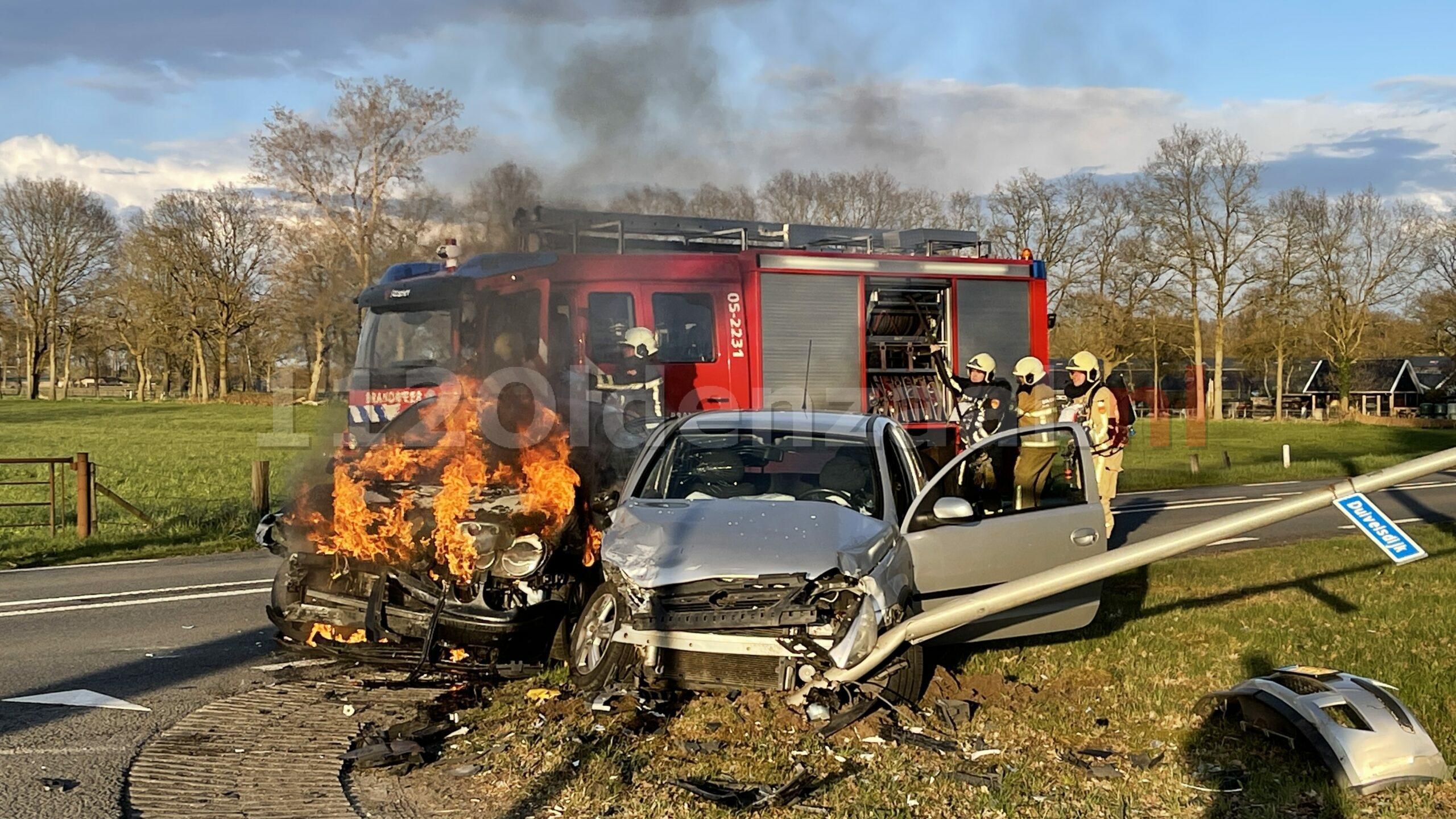 Auto vliegt in brand na ongeval tussen Oldenzaal en Losser