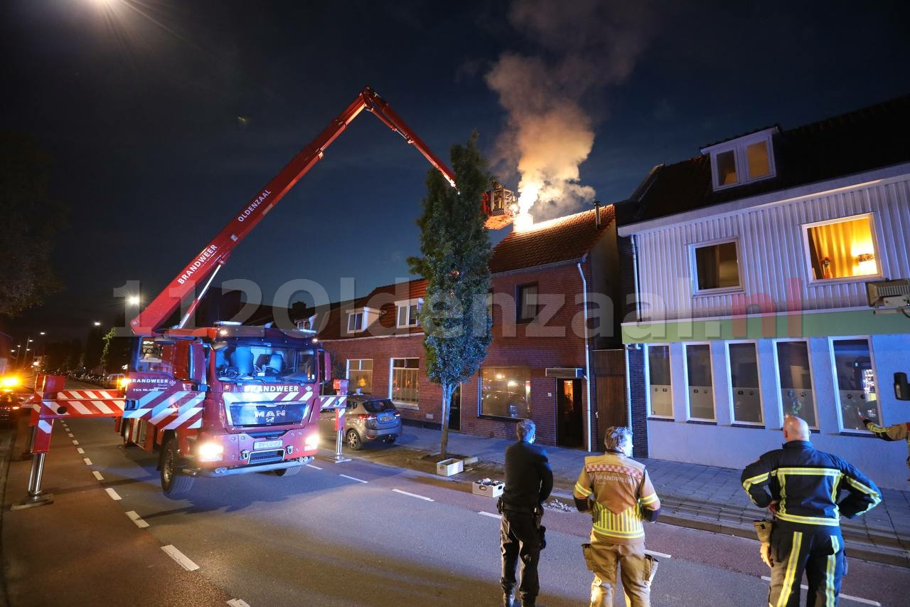 Forse schoorsteenbrand in Oldenzaal: situatie opgeschaald naar middelbrand