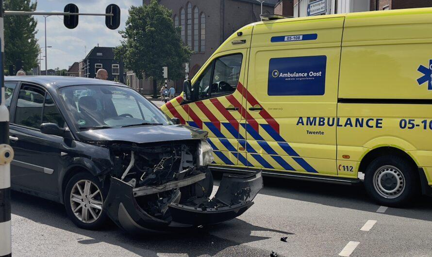 Ongeval tussen twee auto's in Oldenzaal: een persoon aangehouden